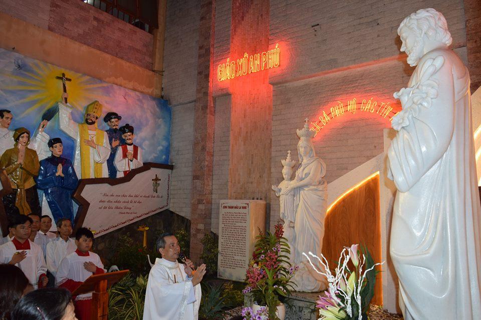 Nghi Thức Làm Phép Tượng Thánh Giuse 09.08.2018