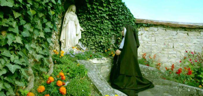 Đức Mẹ Lộ Đức và Thánh Nữ Bernadette